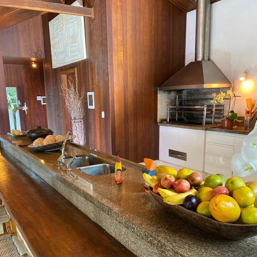 Imagem mostra cozinha da casa da Ana Maria Braga