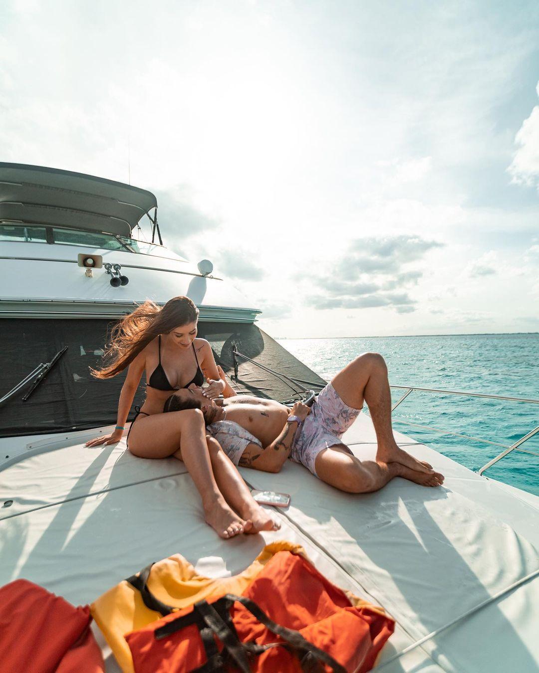 Imagem mostra Whindersson Nunes com namorada no México