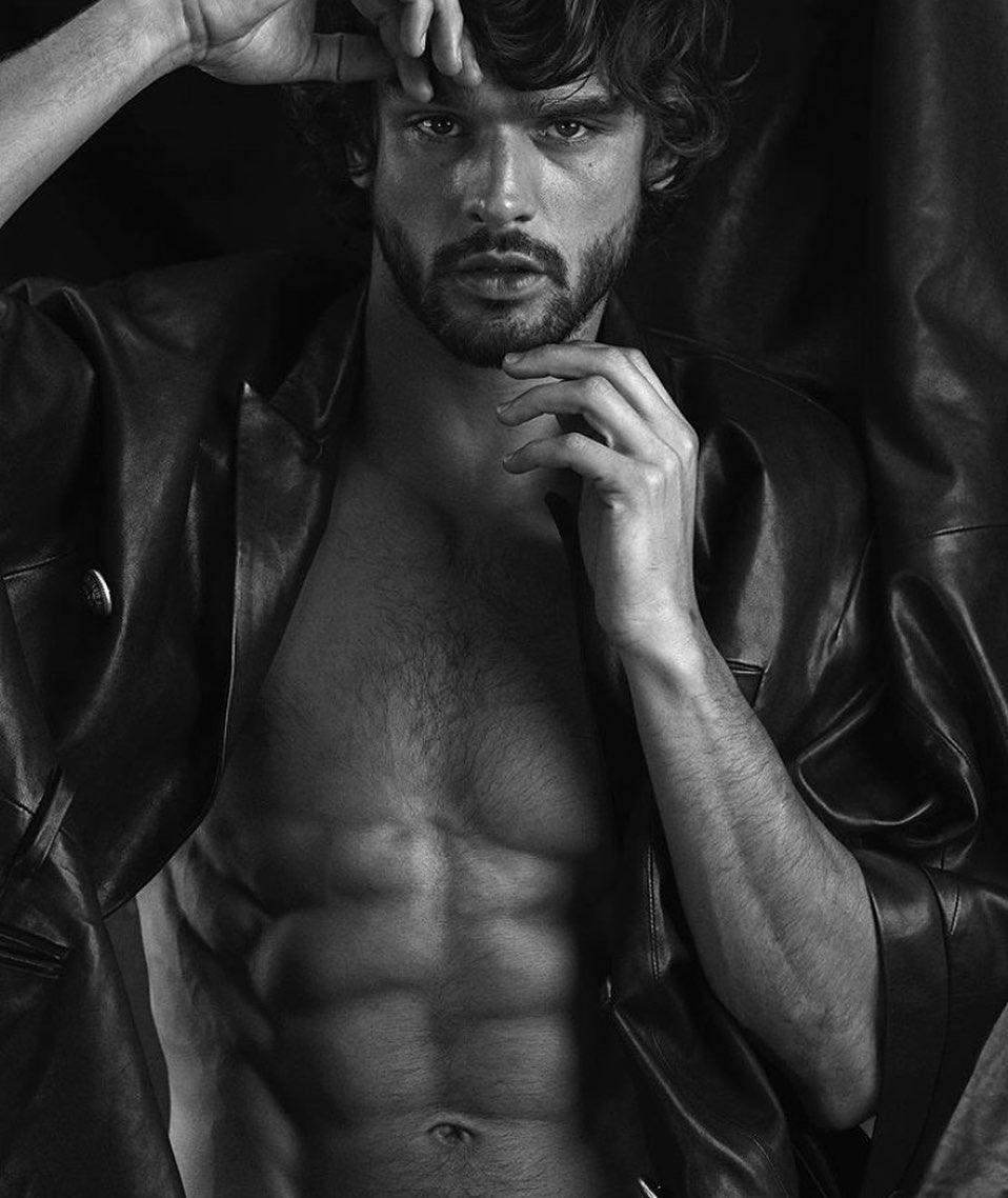 Imagem mostra o modelo Marlon Teixeira