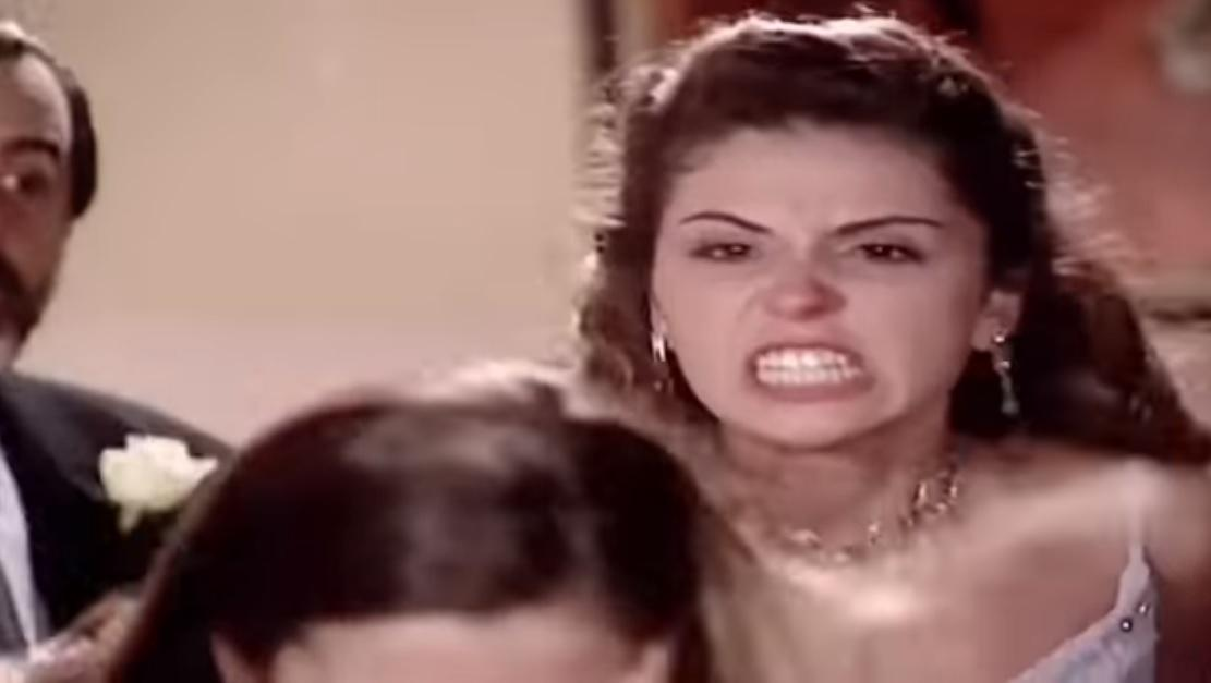 Capitu (Giovanna Antonelli) e Clara (Regiane Alves) em Laços de Família