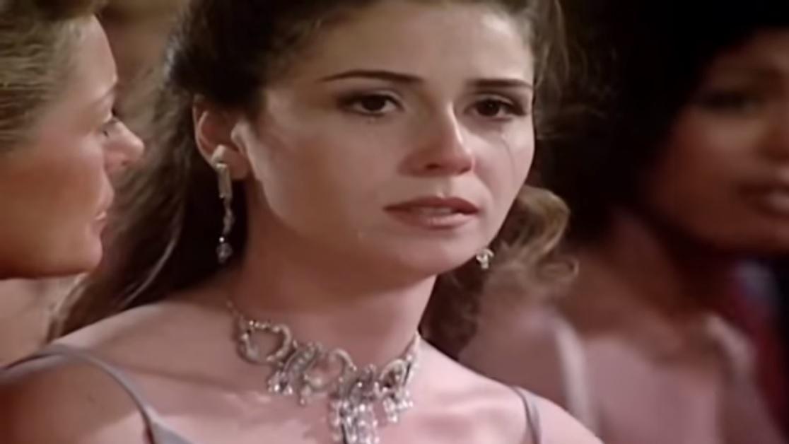 Capitu (Giovanna Antonelli) em Laços de Família