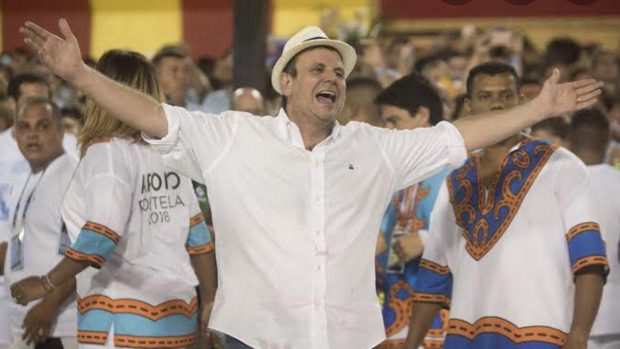 Imagem mostra Eduardo Paes durante carnaval do Rio de Janeiro
