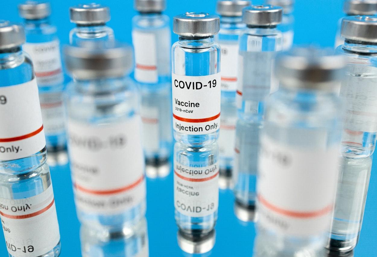 Índia aprova duas vacinas contra covid-19