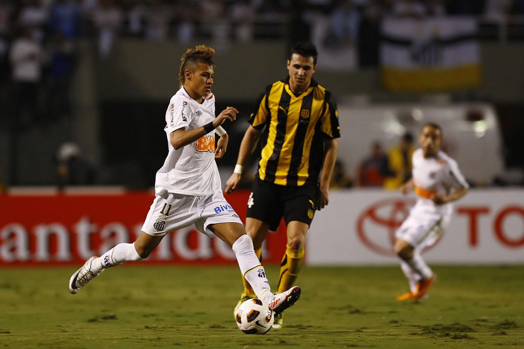 Ao lado de Ganso, Neymar era um dos principais nomes do Santos em 2011