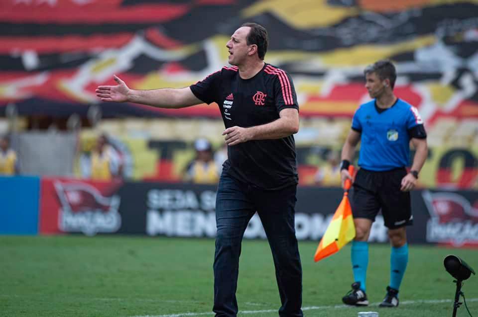 Imagem mostra técnico do Flamengo, Rogério Ceni.