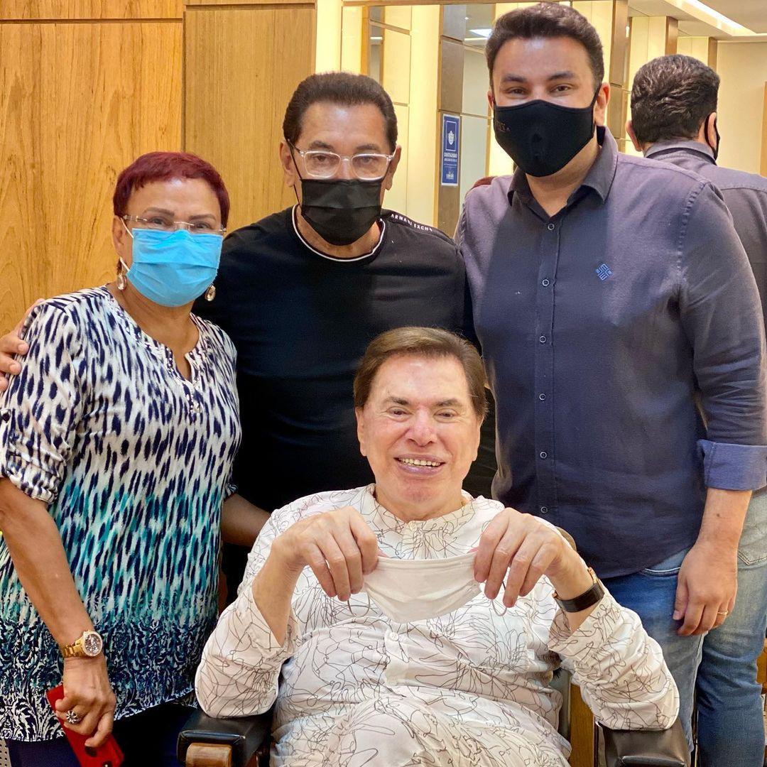 Imagem mostra Silvio Santos no salão do Jassa