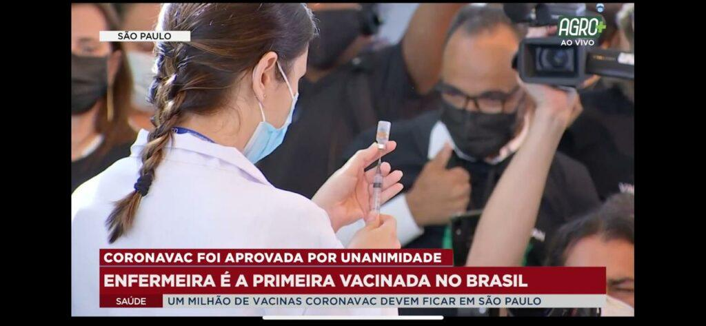 Imagem da primeira vacina contra Covid-19 aplicada no Brasil