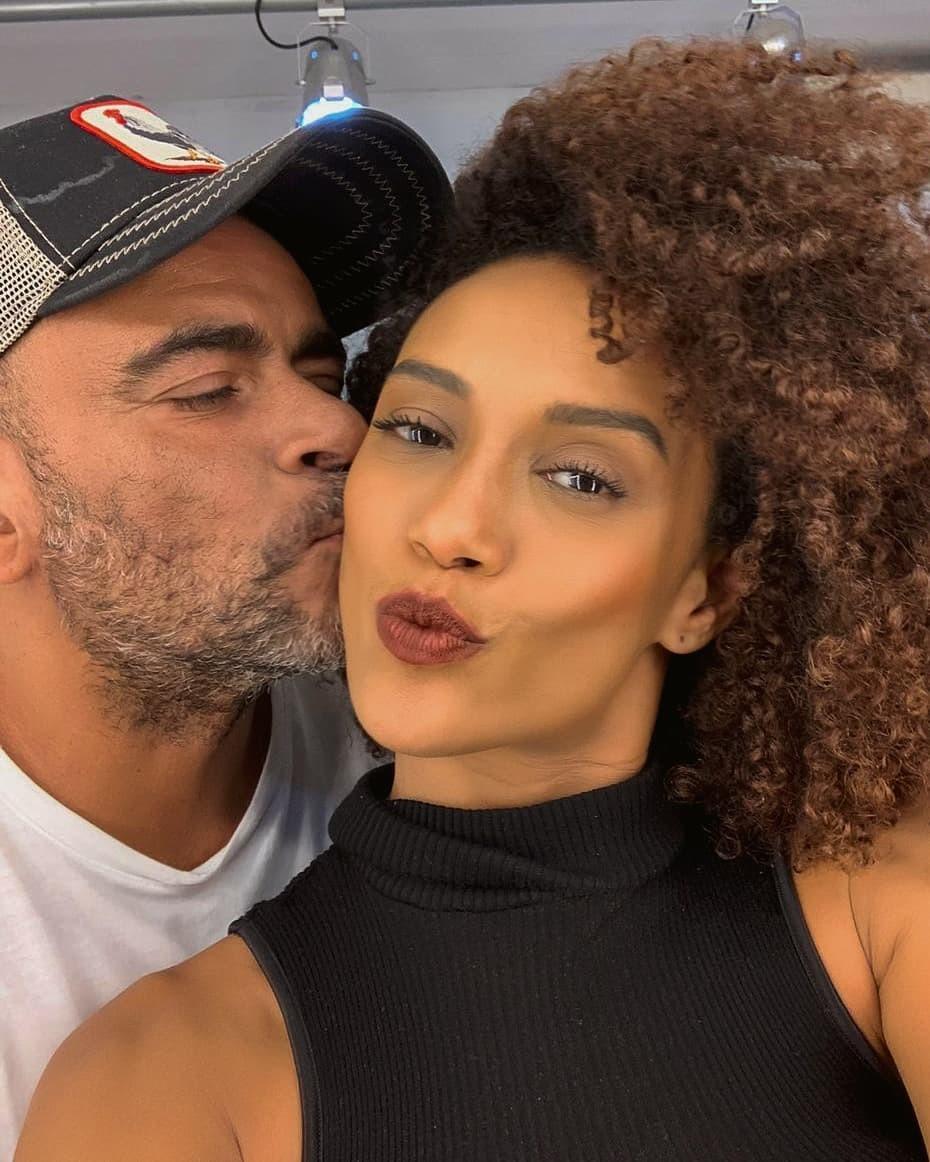 Imagem mostra o cabeleireiro Wilson Eliodorio e Taís Araújo