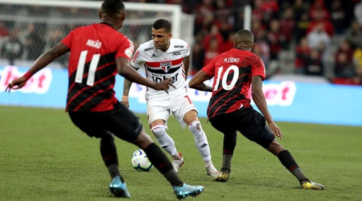 Confronto entre São Paulo x Athletico PR acontece neste domingo (17)