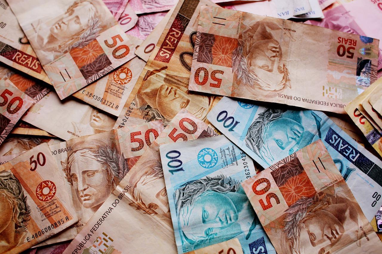 Dinheiro. Benefícios emergenciais