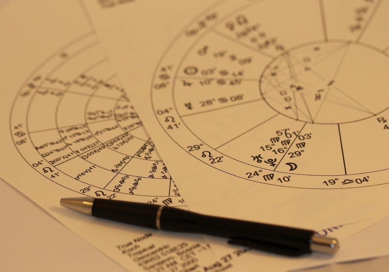 Cursos de astrologia online: descubra como desenvolver essa habilidade