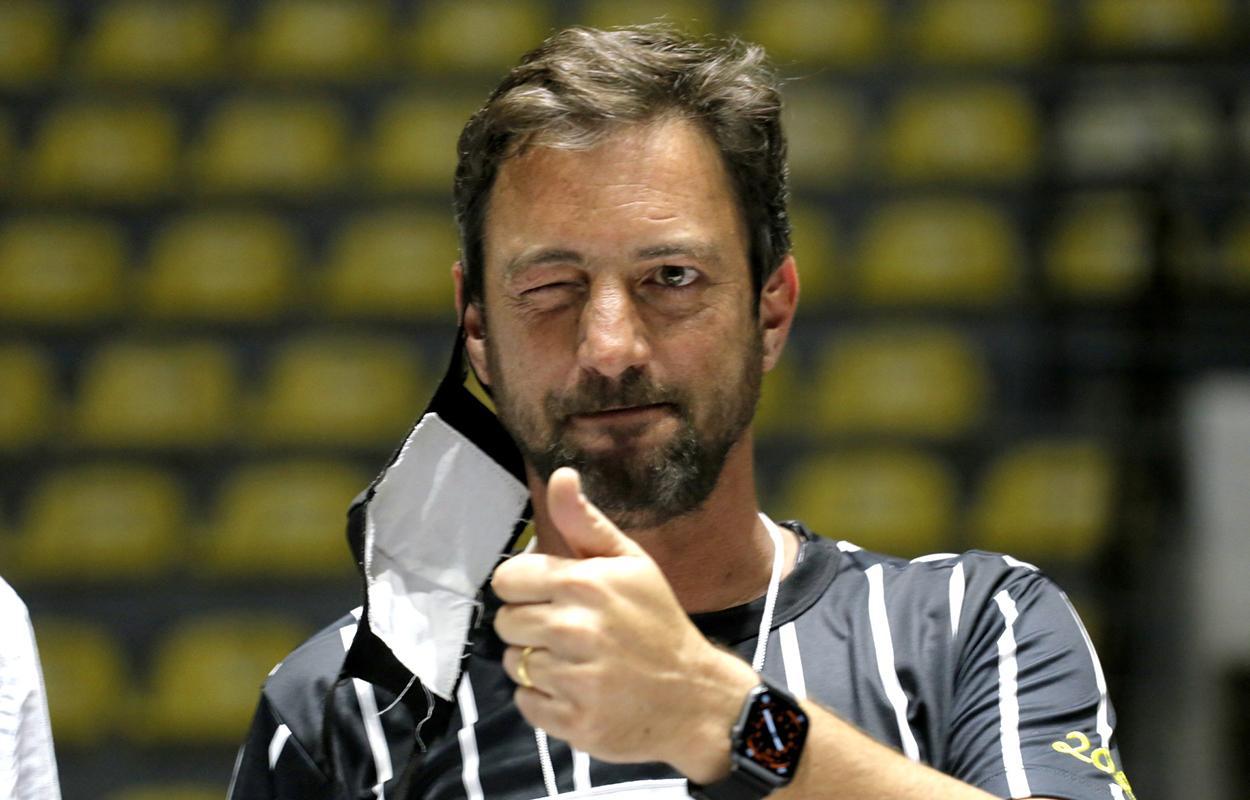 Duilio Monteiro Alvez, novo presidente do Corinthians, não promete grandes reforços