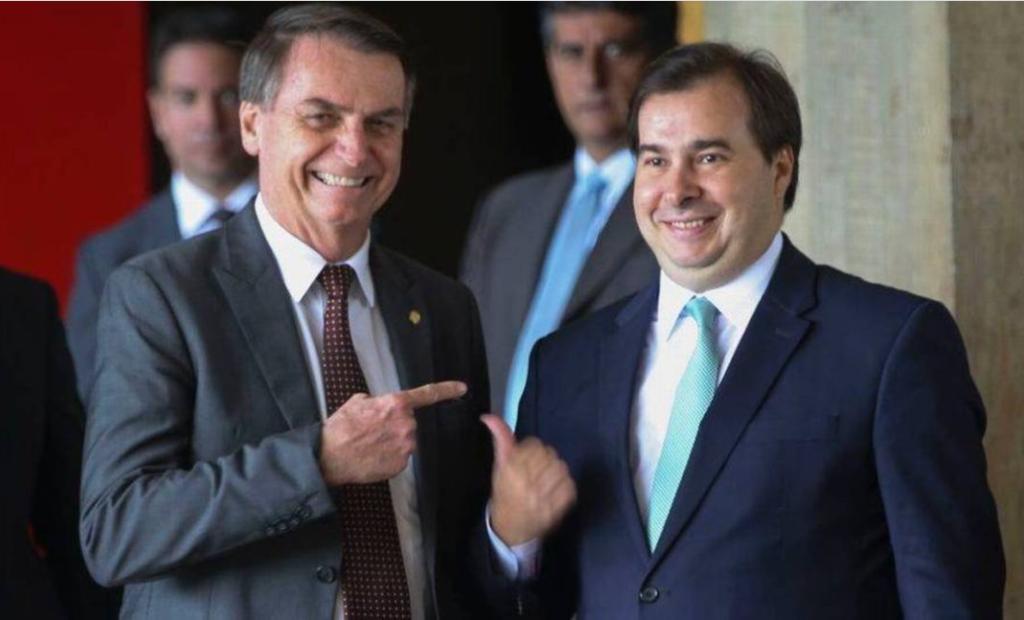 Rodrigo Maia culpa Bolsonaro pelas 200 mil mortes por covid-19 no Brasil