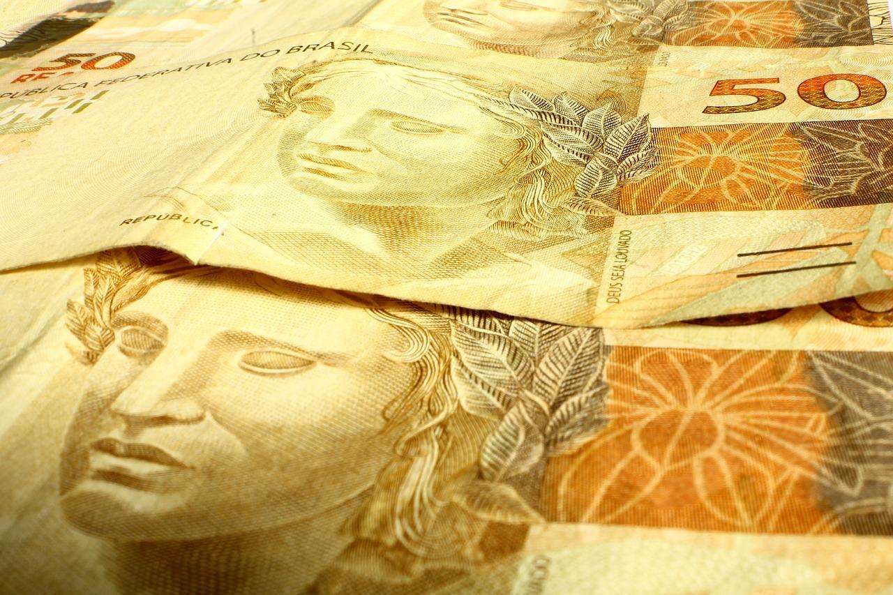 Notas de R$ 50 em primeira parcela do décimo terceiro