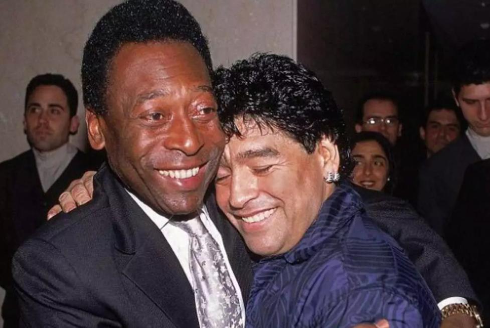 Pelé e Maradona sempre mantiveram carinho um pelo o outro