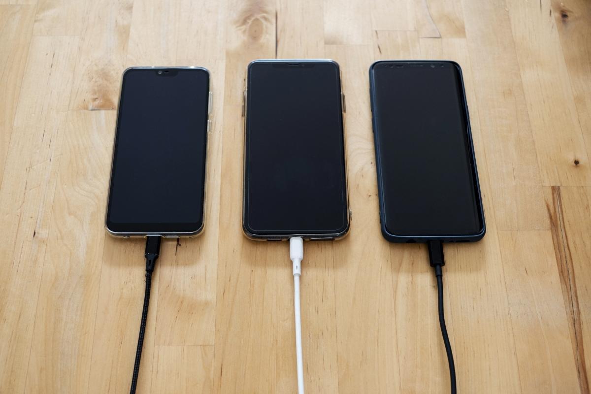 celulares carregando