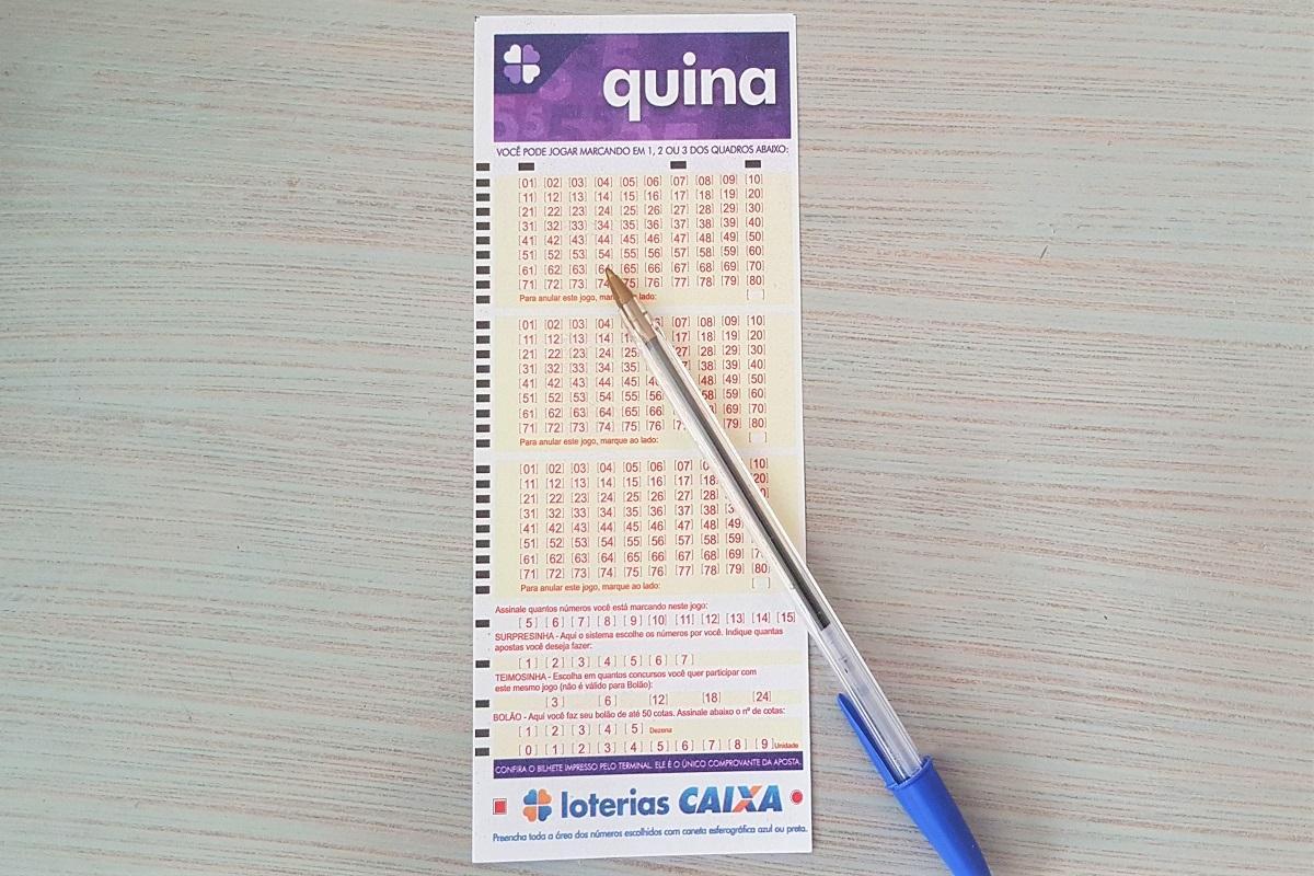 A imagem mostra um volante da Quina 5468