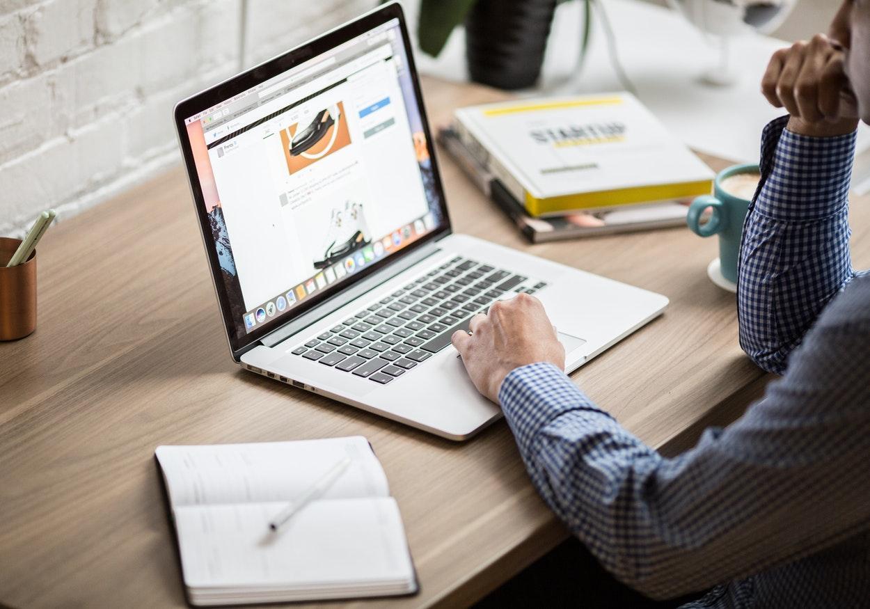 Quer trabalhar pela internet? Saiba como ganhar dinheiro em casa