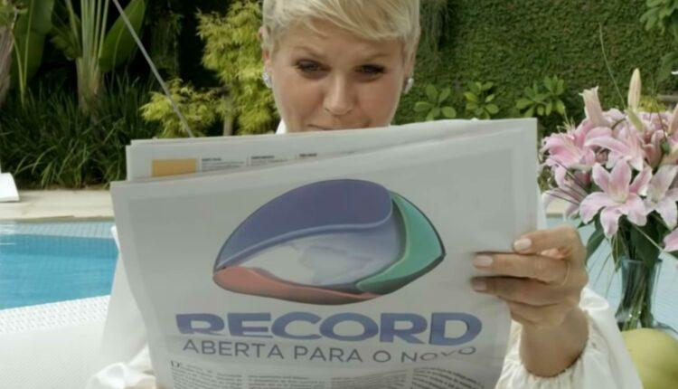 Apresentadora durante comercial da Record