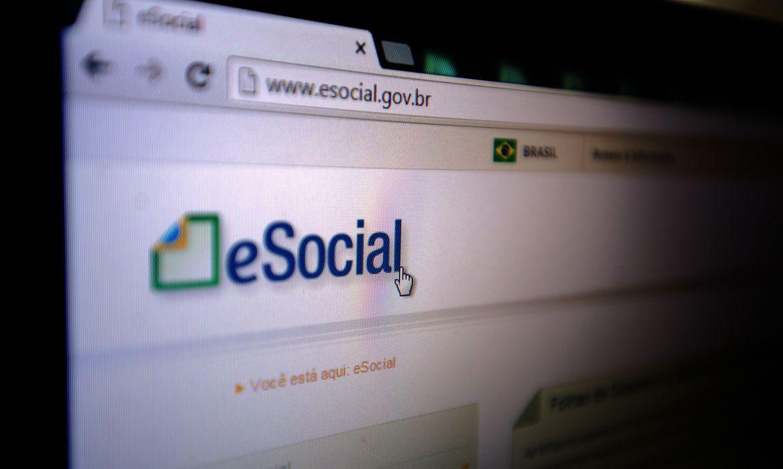 Foto mostra página do eSocial da internet.