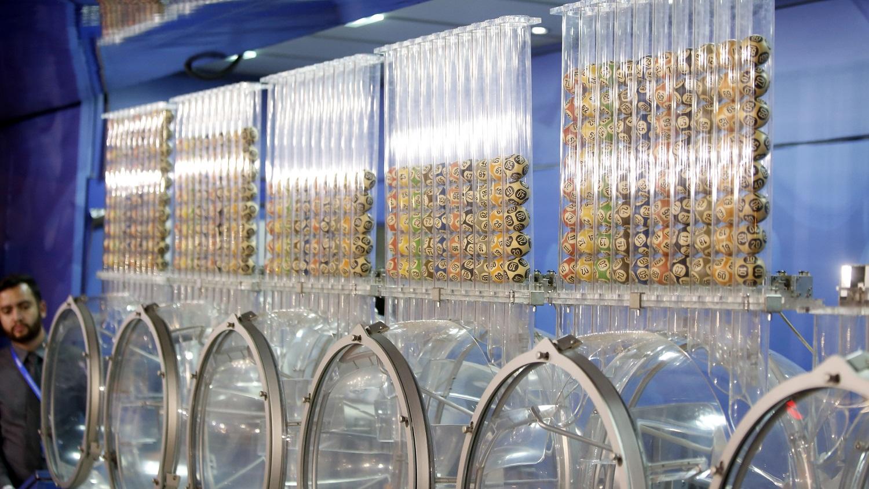 resultado das loterias de sábado - a imagem contém os globos utilizados nos sorteios das loterias caixa