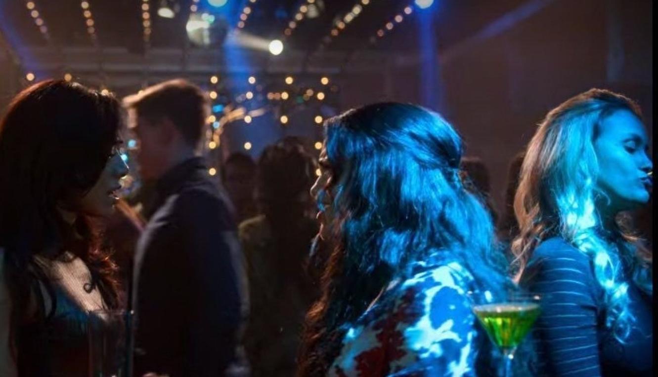 Imagem mostra Sarah do BBB 21 na série Lúcifer da Netflix