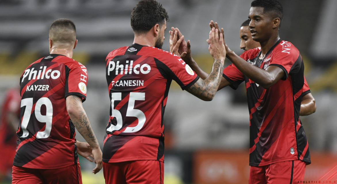 Athletico PR recebe Atlético GO de olho na vaga para a próxima Libertadores