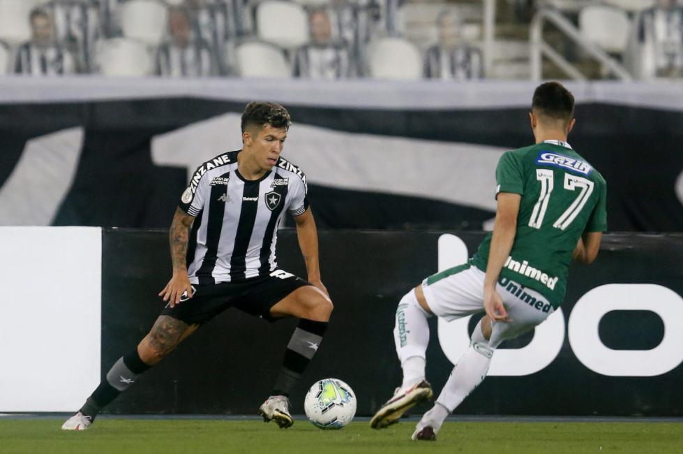 Goiás enfrenta o já rebaixado Botafogo em busca de escapar do Z-4