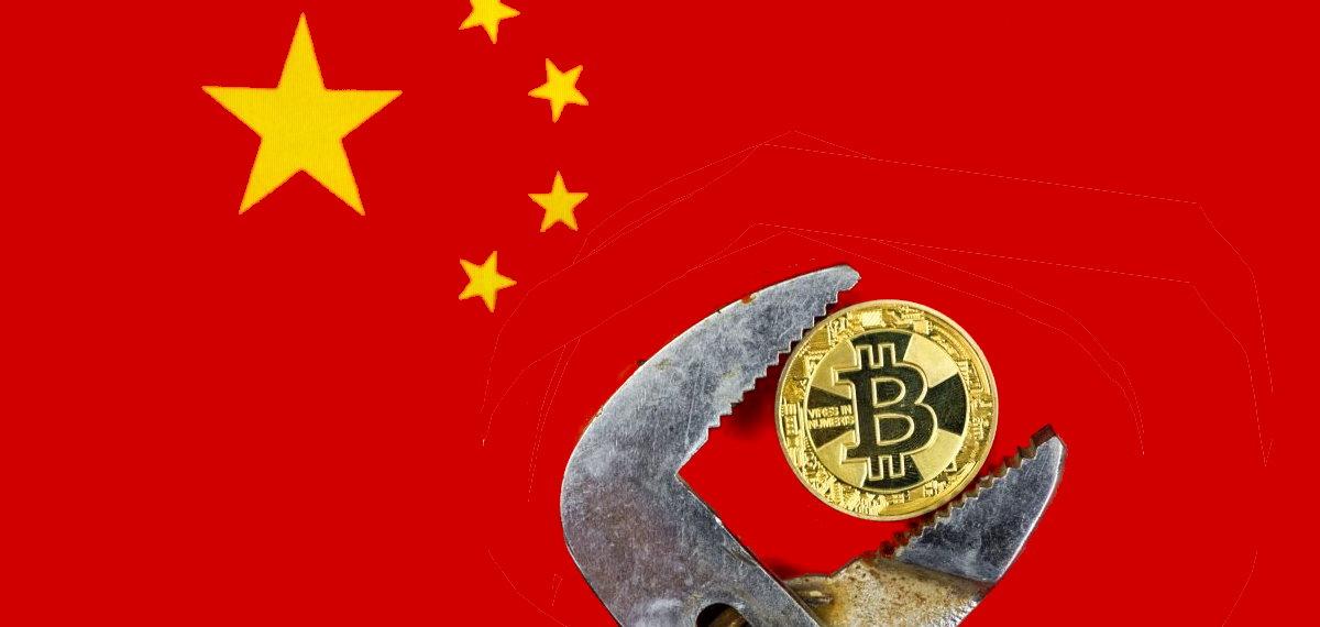 Bandeira da China e logotipo do Bitcoin sobre mineração