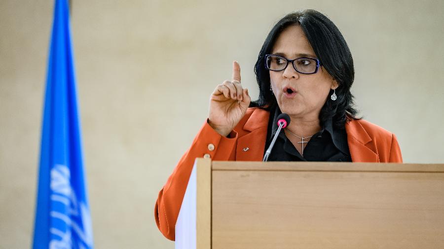 Imagem mostra ministra Damares Alves discursando