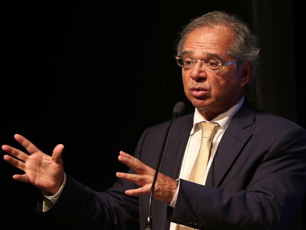 Imagem mostra o Paulo Guedes diz que novo marco fiscal não permite concurso público