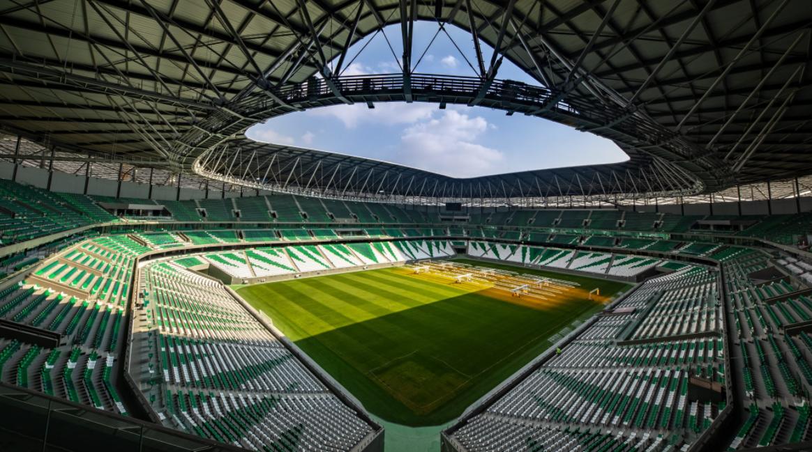 Estádio é internamente todo revestido de cores verdes e brancas