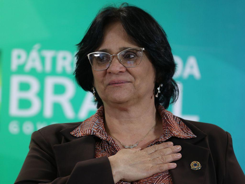 Imagem mostra a ministra dos direitos humanos Damares Alves