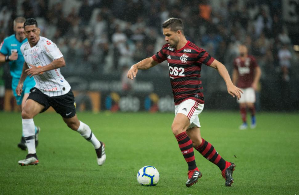 Saiba as escalações do jogo entre Flamengo e Corinthians