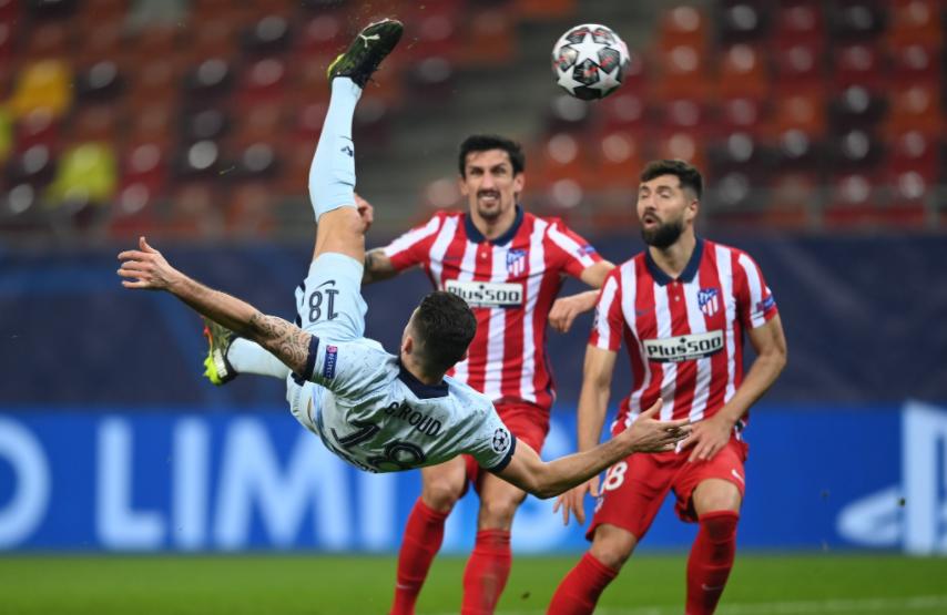 Chelsea vence Atlético de Madrid com gol de voleio do atacante Giroud