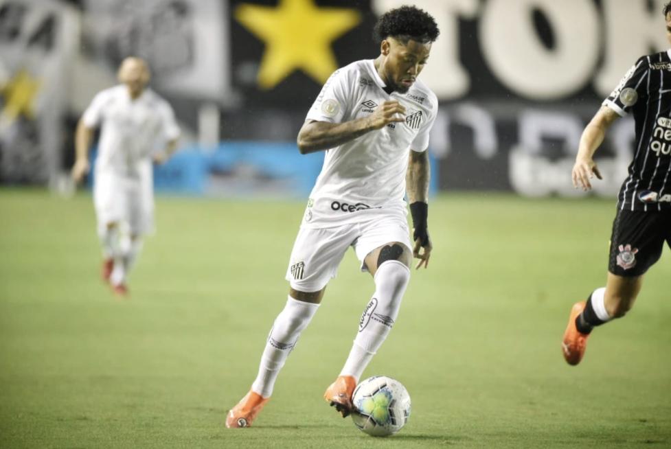 Tite esteve na Vila Belmiro e Marinho foi um dos jogadores observados