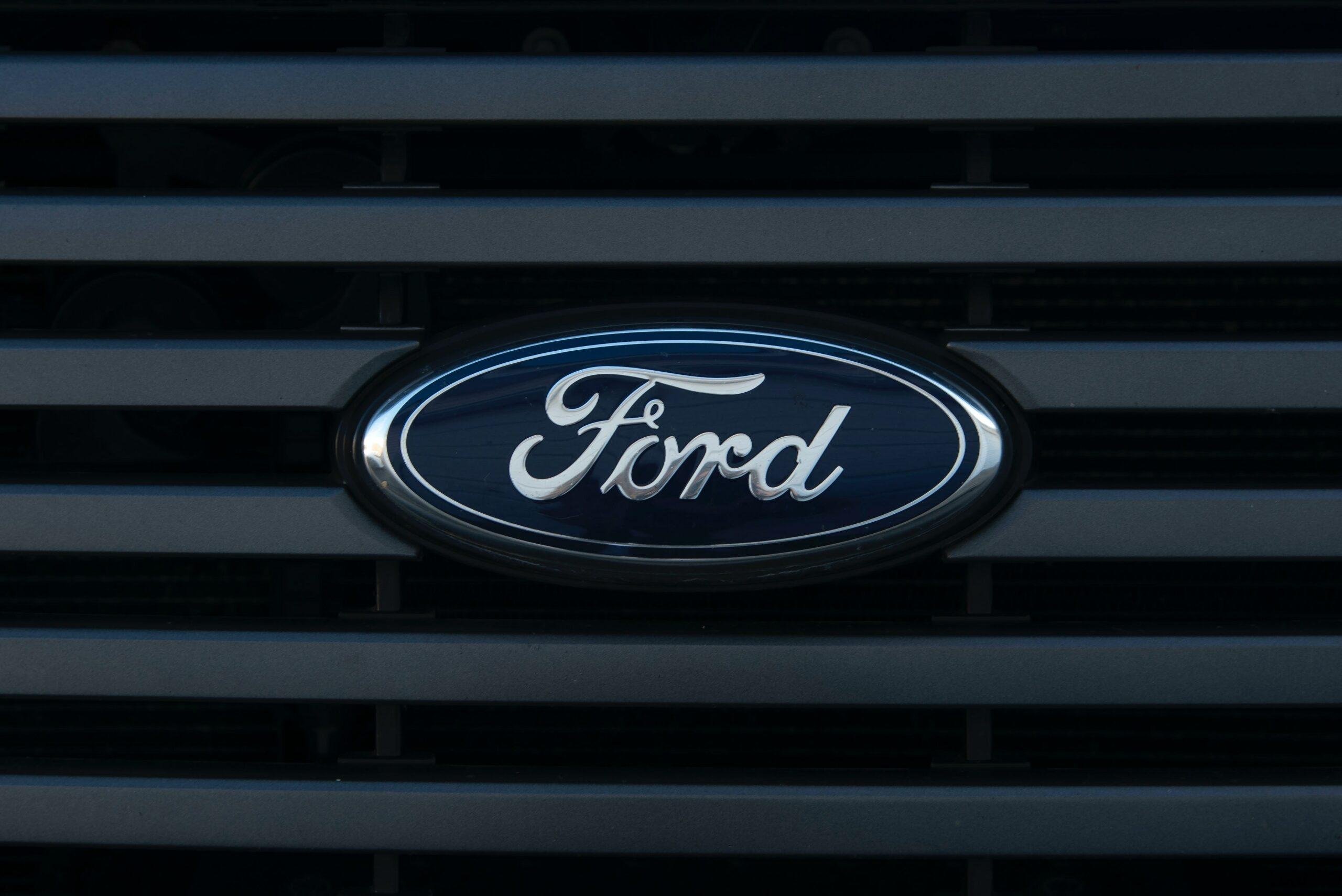 Imagem mostra logo da Ford.
