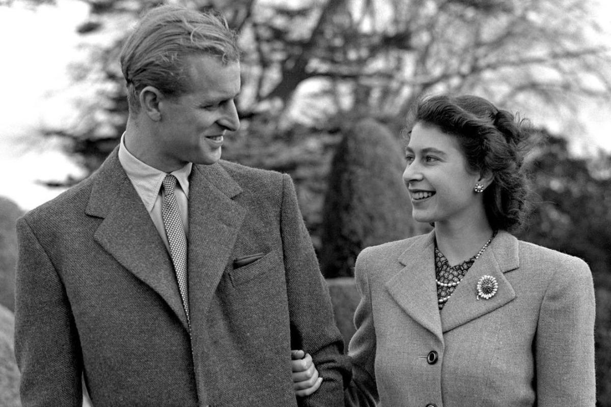 Imagem mostra Príncipe Philip e rainha Elizabeth ainda jovens