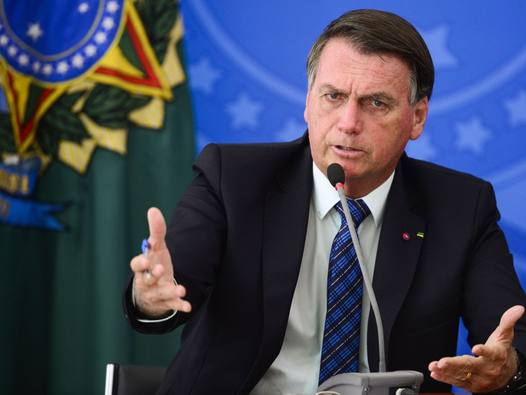 Imagem mostra Bolsonaro discursando sobre mudanças na Petobras e da taxa ICMS