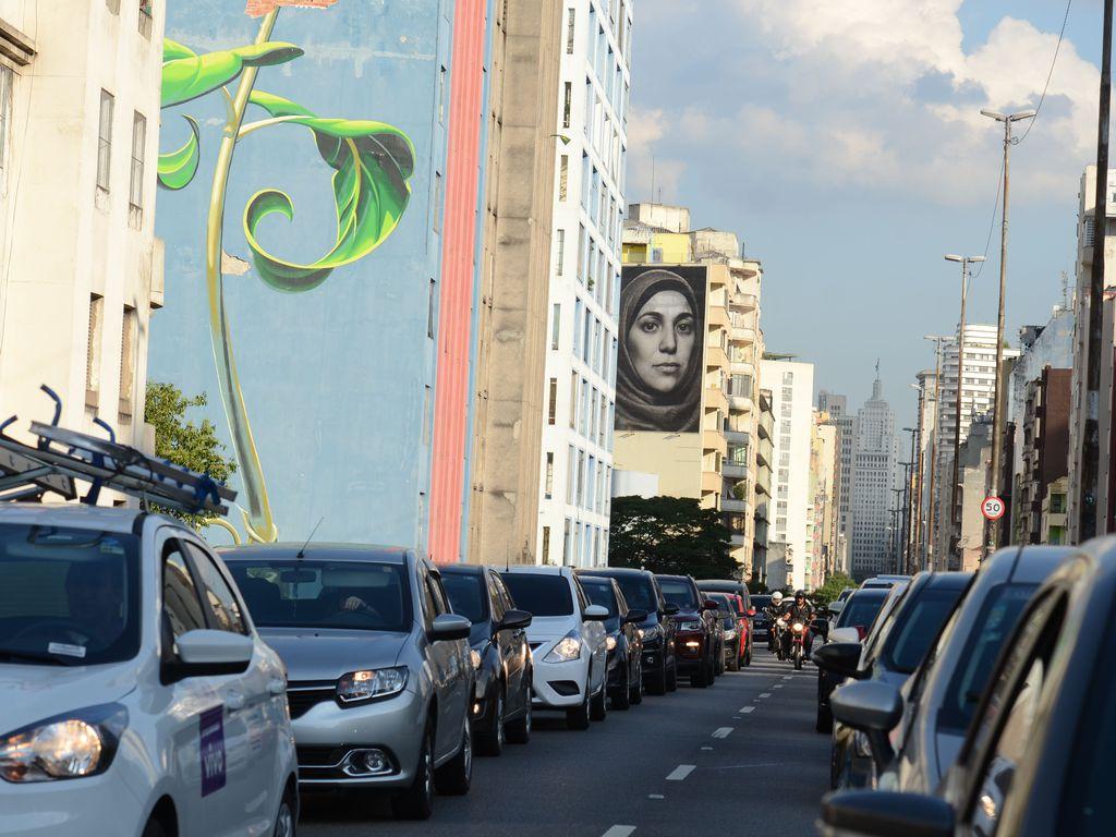 Trânsito no elevado Presidente João Goulart, conhecido como Minhocão, região central de São Paulo.