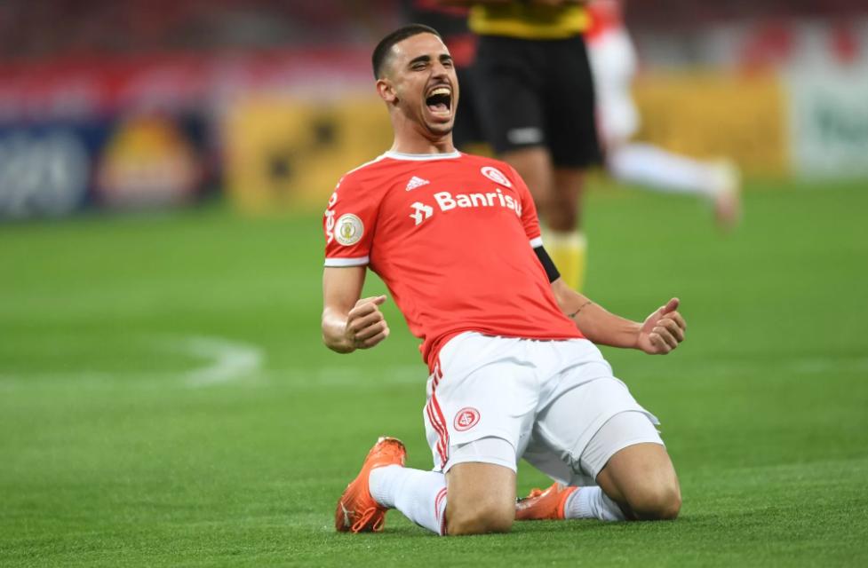 Thiago Galhardo é a esperança de gols colorados no confronto