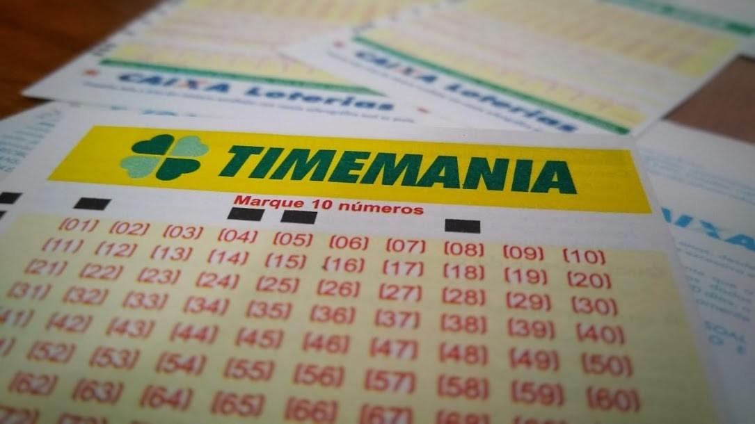 A imagem mostra volantes da Timemania