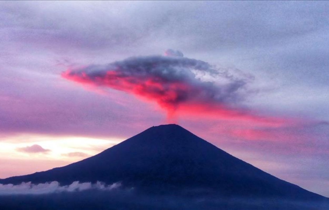Monte Agung já teve uma erupção de 11 meses. Foto Agência Estatal da Indonésia