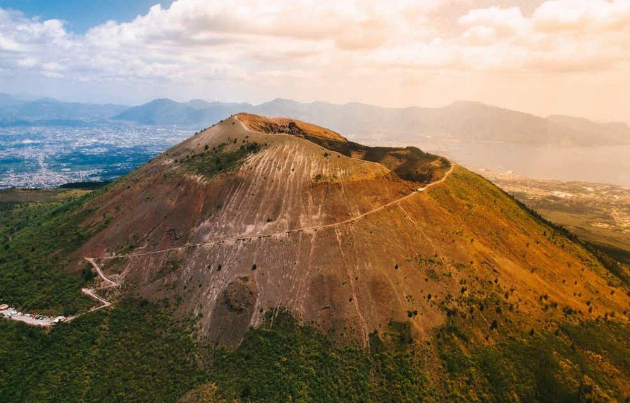 O Monte Vesúvio é um dos vulcões mais famoso. Foto Tudo Sobre Nápoles