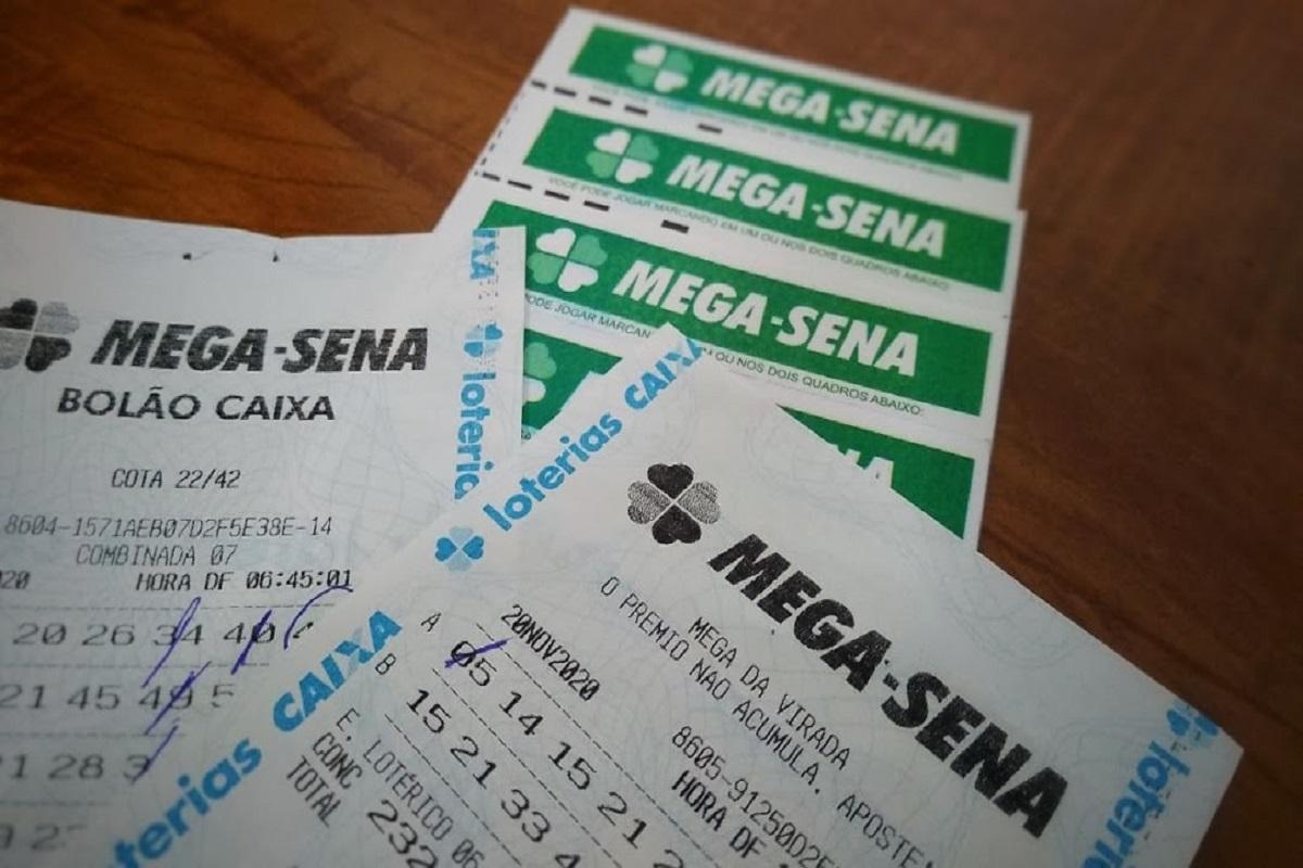A imagem mostra volantes da Mega-Sena 2349